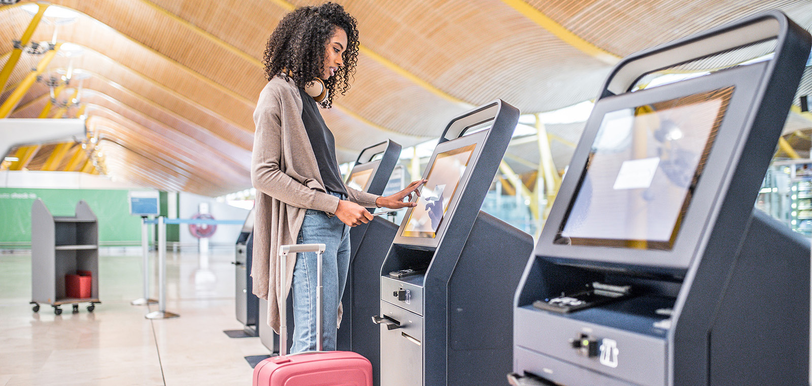//www.experienceaisolutions.com/wp-content/uploads/2019/05/airport-security-v2.jpg